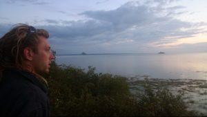 Renan Bouvier face au Mont Saint Michel et Tombelaine